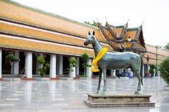 Sculpture en cheval chez Wat Suthat Bangkok, Thaïlande Photographie stock libre de droits