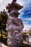 Sculpture en dragon dans l'entrée d'Enoshima photos stock