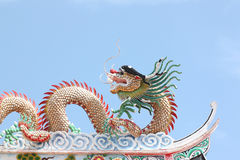 Sculpture en dragon dans le temple chinois Images stock