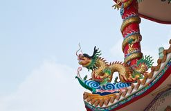 Sculpture en dragon sur le toit Photographie stock libre de droits