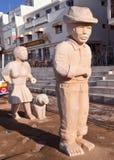 Sculpture en Fisher de pierre dans Albufeira au Portugal image libre de droits