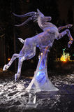 Sculpture en glace « chassant vent » Images stock