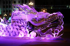Sculpture en glace d'un dragon Photos libres de droits