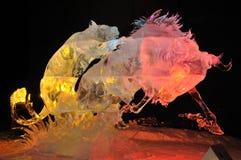 Sculpture en glace de attaque de griffes   image libre de droits
