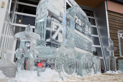 Sculpture 2015 en glace de camion de pompiers avec la bouche d'incendie Photographie stock libre de droits