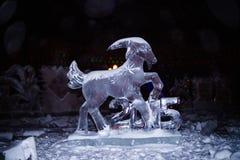 Sculpture en glace de la chèvre - le signe de 2015 ans dans le zod chinois Images stock