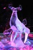 Sculpture en glace inattendue de grace Images stock