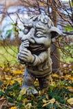Sculpture en gnome de jardin Photographie stock libre de droits