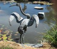Sculpture en jardin de grue Photo stock