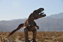 Sculpture en métal de dinosaure de T-Rex au désert la Californie d'Anza Borrego image libre de droits