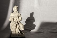 Sculpture en Michelangelo Moses, très populaire comme souvenir de Rome Photos libres de droits