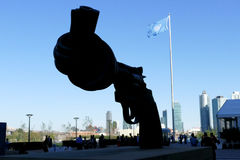 Sculpture en Non-violence aux siège des Nations Unies à New York Images stock