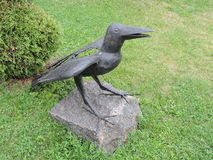 Sculpture en oiseau de corneille photos libres de droits