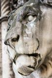 Sculpture en pierre historique en lion Photo stock
