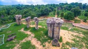 sculpture en pierre naturelle en photographie aérienne chez Mo Hin Khao Images libres de droits