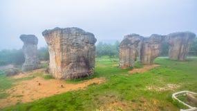 sculpture en pierre naturelle en photographie aérienne chez Mo Hin Khao Photographie stock libre de droits
