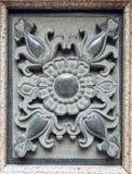 Sculpture en pierre traditionnelle chinoise du modèle de fleur abstrait découpant sur le marbre dans le style classique oriental Photos libres de droits