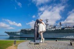 Sculpture en reddition sans conditions au port maritime Photo libre de droits