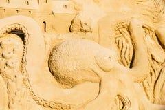 Sculpture en sable de poulpe sur la station balnéaire de Peniscola à la mer Méditerranée Photos stock