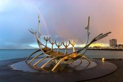 Sculpture en Solfar (Sun Voyager) photographie stock libre de droits