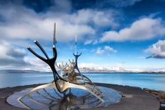 Sculpture en The Sun Voyager Solfar par Jon Gunnar Arnason sur Images libres de droits