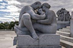 Sculpture en Vigeland en parc de Frogner à Oslo Photographie stock libre de droits