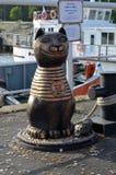 Sculpture en ville d'un chat Images libres de droits