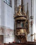 Sculpture et fresques en bois décoratifs, église de saint Vitus, Cesky Krumlov, République Tchèque photographie stock