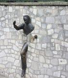 Sculpture extérieure en mur de roche, Montmartre, Paris photos stock