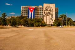 Sculpture géante de Che Guevara sur la façade du Ministère de l'Intérieur chez Plaza de la Revolucion Place de révolution dans le Photographie stock libre de droits