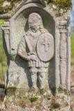 Sculpture gravée de chevalier sur la tombe images libres de droits