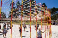 Sculpture interactive en Polonais et en ruban : Plage de Cottesloe Images libres de droits