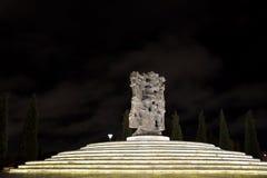 Sculpture la nuit en Dede Gorgud Park, Bakou, capitale de l'Azerbaïdjan Images stock