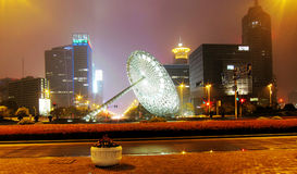 Sculpture moderne en architecture et en métal Images libres de droits