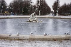 Sculpture ornant le parc d'hiver près du palais de Schönbrunn à Vienne photographie stock