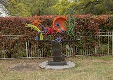Sculpture par George Tobolowsky en dehors du Musée d'Art biblique à Dallas, le Texas photos stock