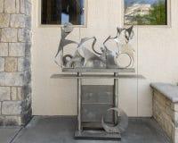 Sculpture par George Tobolowsky en dehors du Musée d'Art biblique à Dallas, le Texas photographie stock