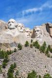 Sculpture présidentielle au mémorial national du mont Rushmore, Etats-Unis Fond de ciel bleu Disposition verticale Photos stock