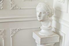 Sculpture principale dans l'intérieur classique Images stock