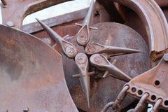 Sculpture rouillée artistique en soleil en métal Photos stock