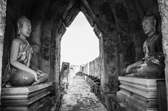 Sculpture ruinée en Bouddha de Prasat Nakhon Luang, ancien oublié photos libres de droits