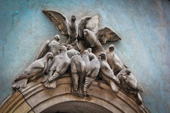 Sculpture sous forme de colombes Image libre de droits