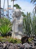 Sculpture sur la plage image stock