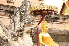 Sculptures à un temple bouddhiste en Chiang Mai, Thaïlande Image stock