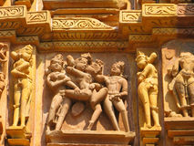 Sculptures érotiques découpées par pierre dans Khajuraho Image libre de droits