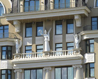 Sculptures on the balcony of the building Royalty Free Stock Photography