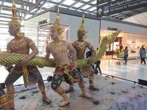 Sculptures décoratives à l'aéroport de Bangkok Photographie stock libre de droits