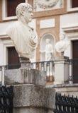 Sculptures de marbre dans un bâtiment néoclassique images stock