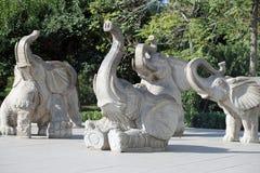 Sculptures des éléphants, dans le zoo de Pékin, Pékin, Chine Image libre de droits