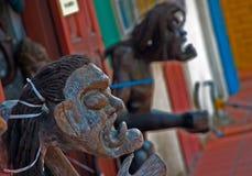 Sculptures en bois rituelles sur l'affichage au Malacca, Malaisie Photographie stock libre de droits